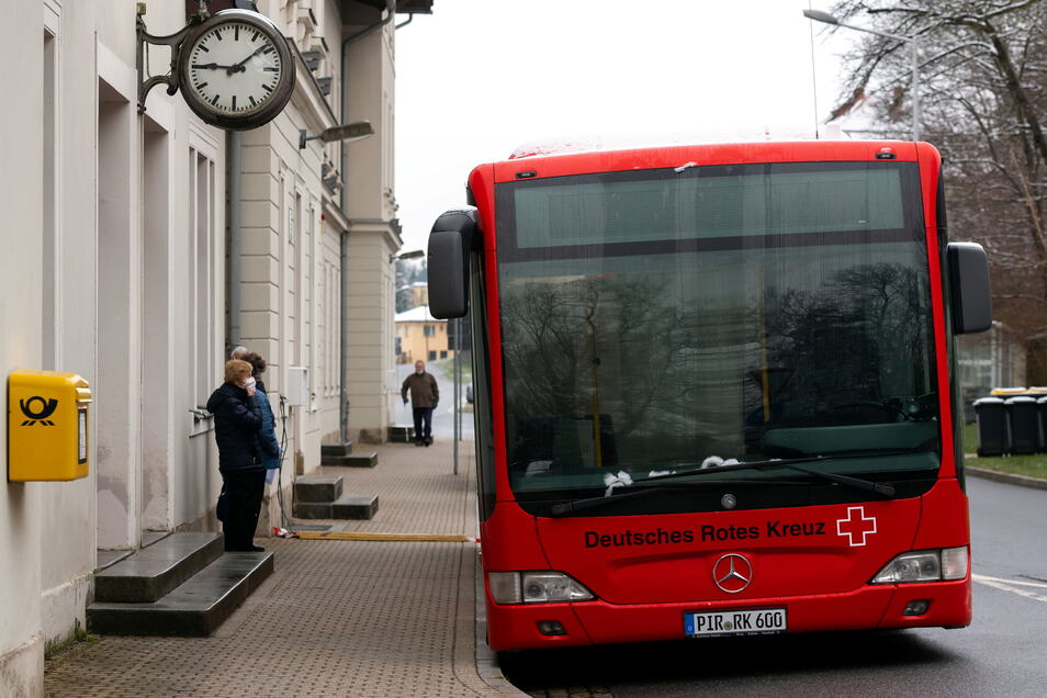 Impfbus am Nationalparkbahnhof in Sebnitz.
