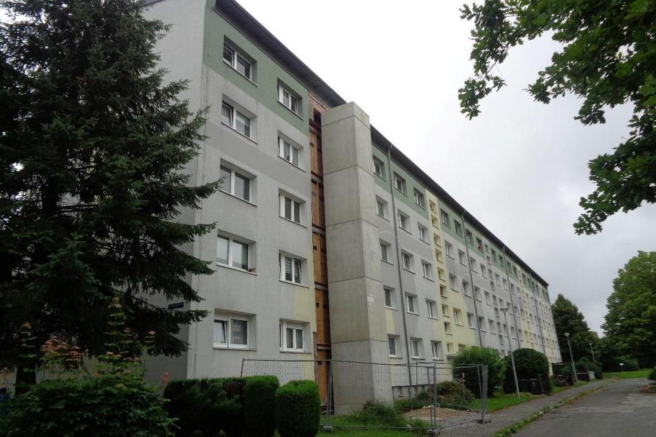 Zwei Wohnblöcke auf der Ernst-Thälmann-Straße in Bischofswerda bekommen Aufzüge.