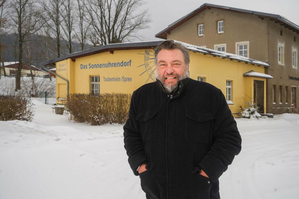 Unternehmer Steffen Knötig hat den Taubenheimer Bahnhof von der Gemeinde erworben. Neben Büro- und Lagerräumen will er hier auch ein Stück Ortsgeschichte unterbringen.