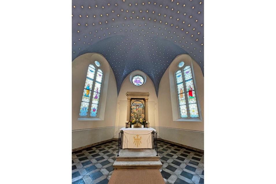 Die 1.103 Sterne des Maxener Kirchenhimmels werden mit Gong und Lyra eine besondere Klangstimmung eingehen.