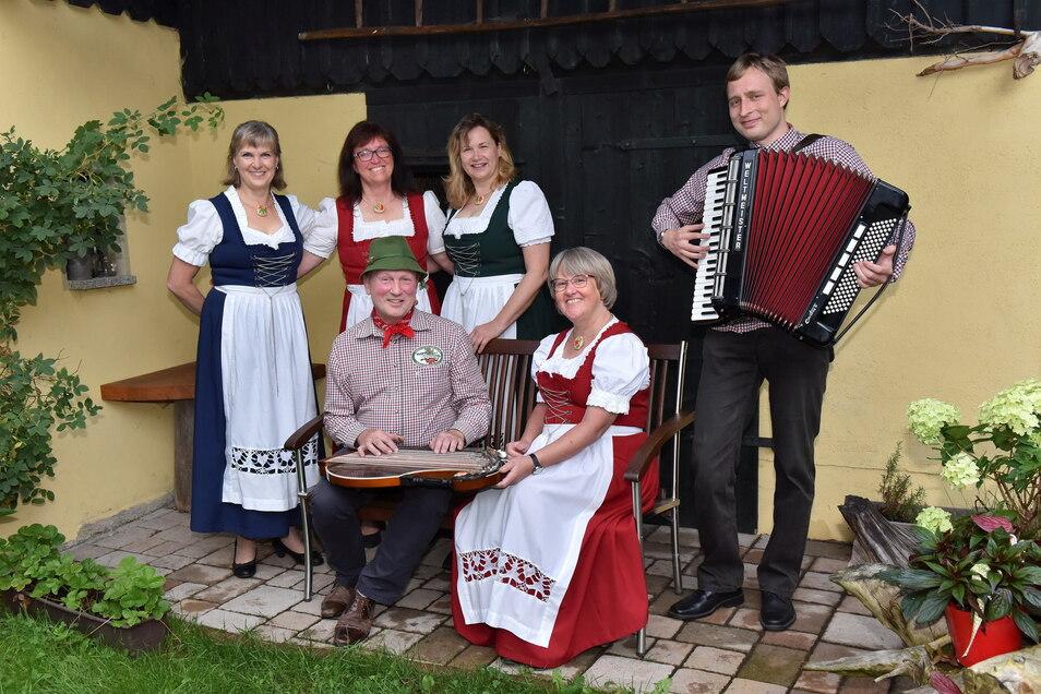 Die Geisinger Vugelbeern probten am Dienstag schon mal. Von links: Petra Oertel, Kathrin Legler, Michael Kaltofen, Katrin Lohse, Juliane Puls und Daniel Ullrich.