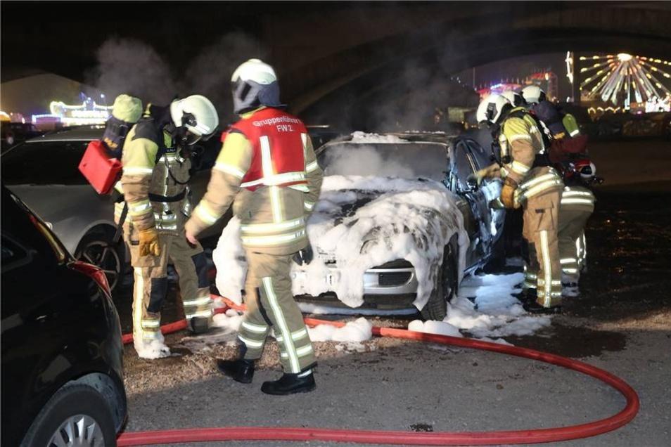 Die Feuerwehr war 19:23 Uhr alarmiert worden.