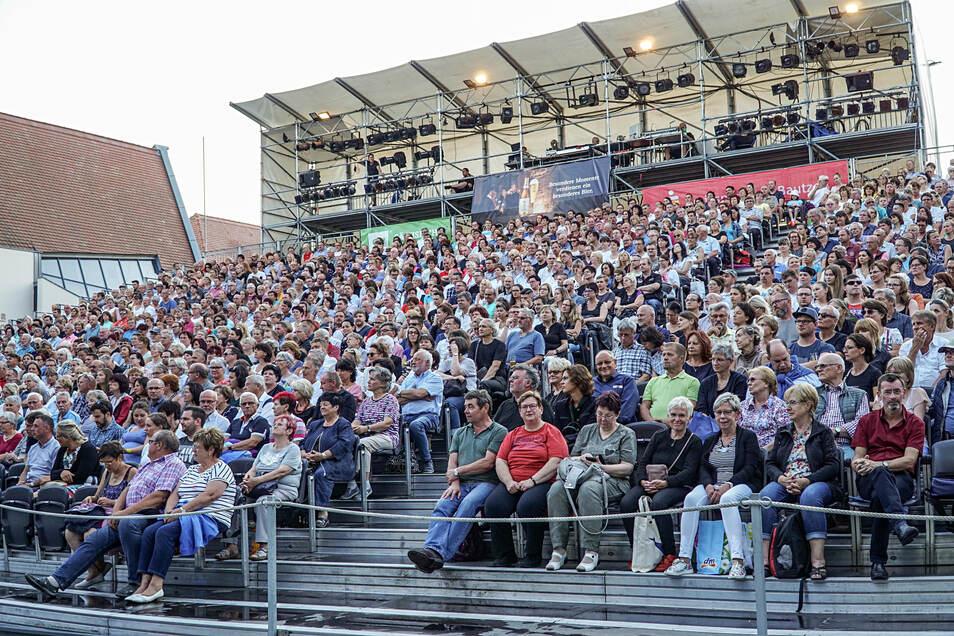 """Volle Ränge, wie im vergangenen Jahr bei """"Sonnenallee"""", wünscht sich das Bautzener Theater auf für das diesjährige Spektakel um Sherlock Holmes."""