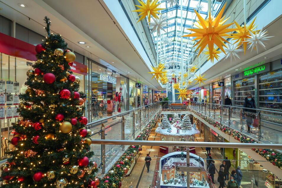 Letzte Weihnachtseinkäufe im Bautzener Kornmarkt-Center vor dem Lockdown. Ab Montag werden hier viele Läden dicht sein.