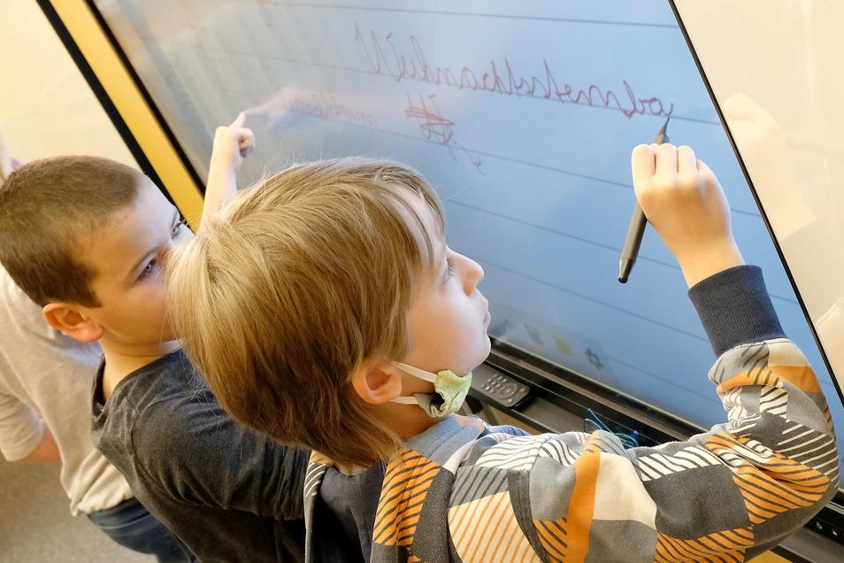 Interaktive Tafeln bestimmen immer mehr das Bild in den Klassenzimmern. Meißen will weitere 64 solcher digitalen Tafeln anschaffen.