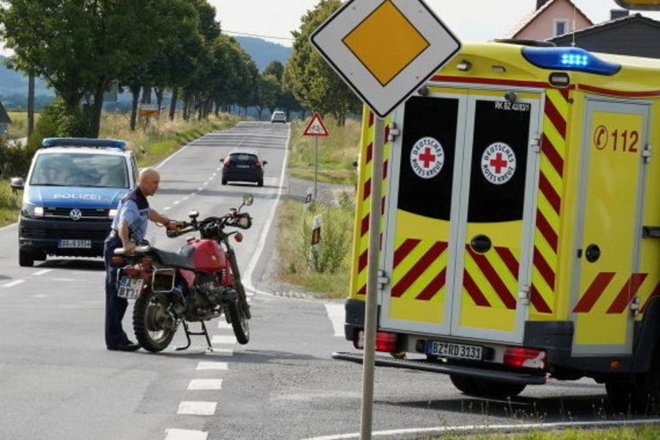 In Siebitz kollidierten ein Kleinbus und ein Krad. Der Fahrer des Motorrads musste zur Behandlung ins Krankenhaus.