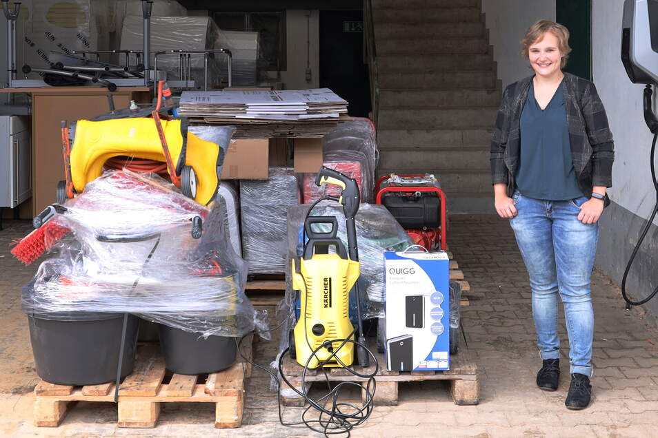 UKA-Mitarbeiterin Pia Sophie Kohlmeier begleitete die Lieferung der Gerätespende in das vom Hochwasser getroffene Mechernich.