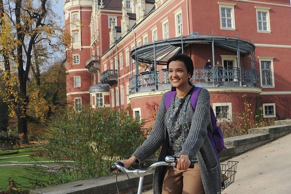Eman Adel arbeitet als Praktikantin bei der Fürst-Pückler-Stiftung und hat dabei von deutschen Kollegen Radfahren gelernt.
