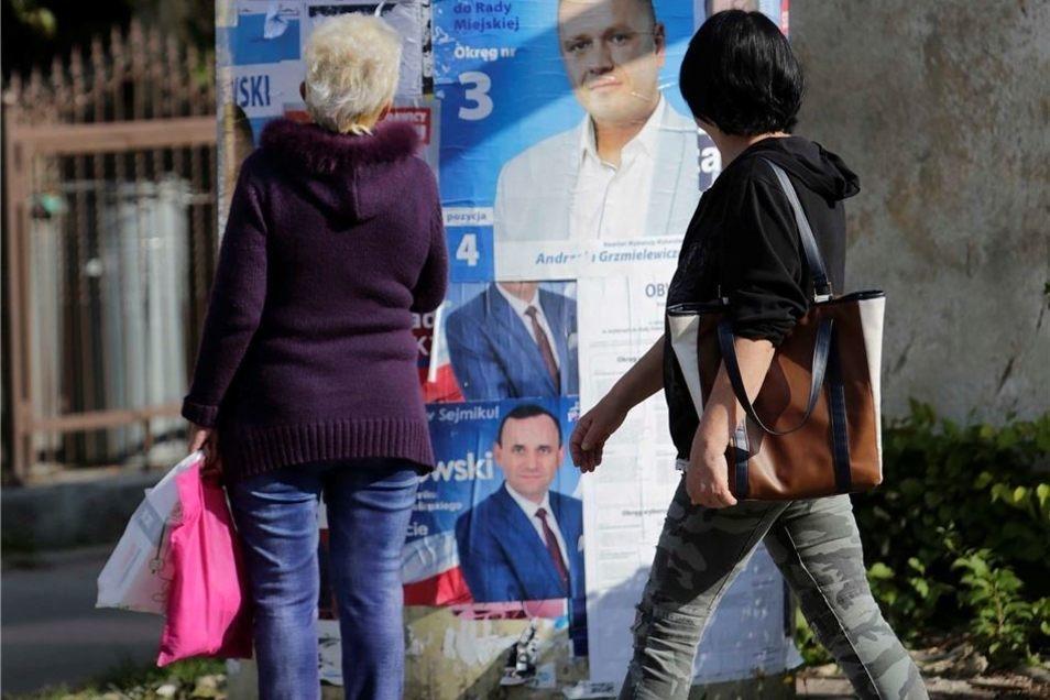 Wojciech Blasiak hatte sich bei der Stichwahl im November 2018 mit 5.721 Stimmen gegen Andrzej Grzmielewicz durchgesetzt, der 5.078 Stimmen erhielt. Der Wechsel kam überraschend, da Grzmielewicz im ersten Wahlgang noch als Sieger hervorging