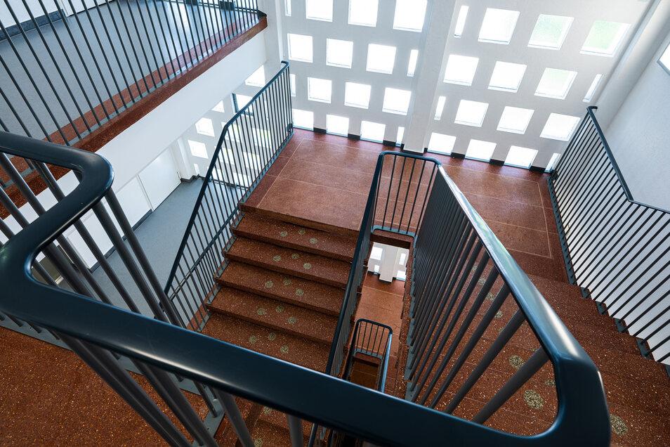 """Erinnert an eine Wurstspezialität und galt zu DDR-Zeiten als modernes Gestaltungselement: die Treppen aus """"Blutwurst""""-Terrazzo. Sie wurden aufgearbeitet."""