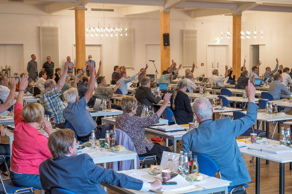 Eine Sitzung des Meißner Kreistags in der Riesaer Stadthalle Stern. Gibt es nächstes Jahr vielleicht auch wieder eine Tagung in Großenhain?