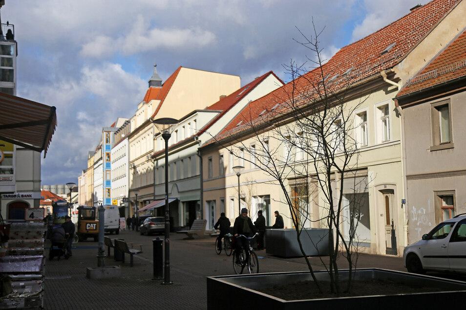 Auch unter den Stadträten fällt das Urteil zu den Pflanzkübeln entlang der Hauptstraße geteilt aus.