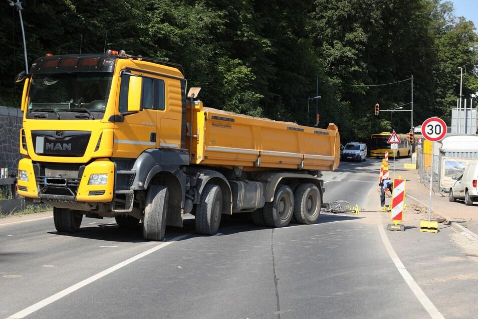 Diese Lkw erfasste die 77-Jährige an einer Baustellenausfahrt.