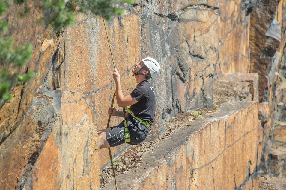 Die Königshainer Berge sind Richard Funkes Kletterrevier. In den Steinbrüchen führt er immer wieder Kletterkurse durch.