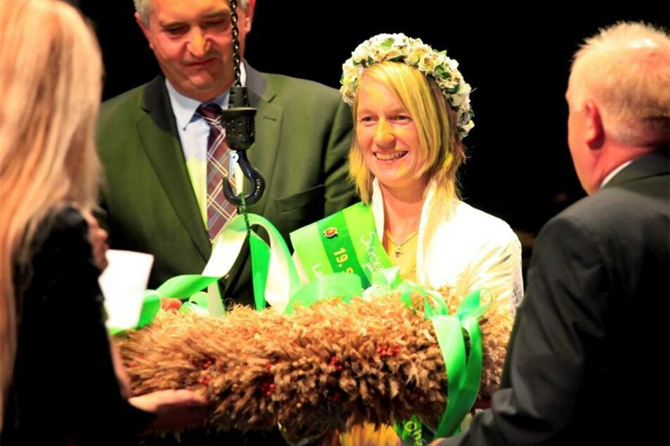 Freitagabend: Eröffnungsgala mit Landwirtschaftsminister Thomas Schmidt und  Kathleen Goldammer, Sachsen Blütenkönigin.
