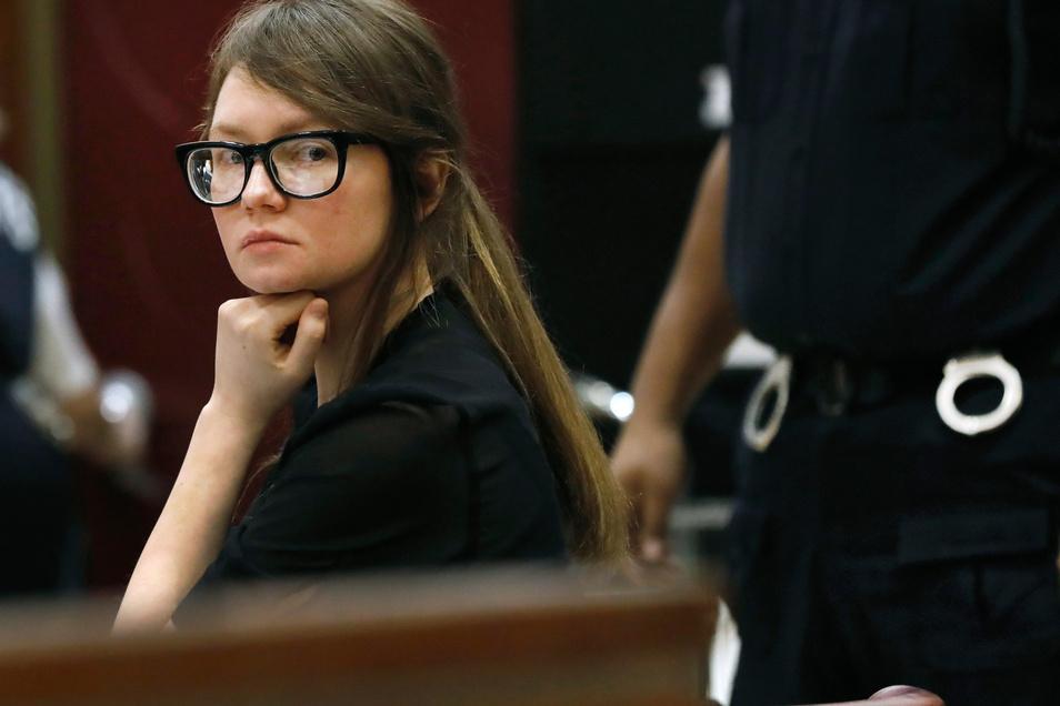 Anna Sorokin ist in New York zu einer Haftstrafe von vier bis zwölf Jahren verurteilt worden.