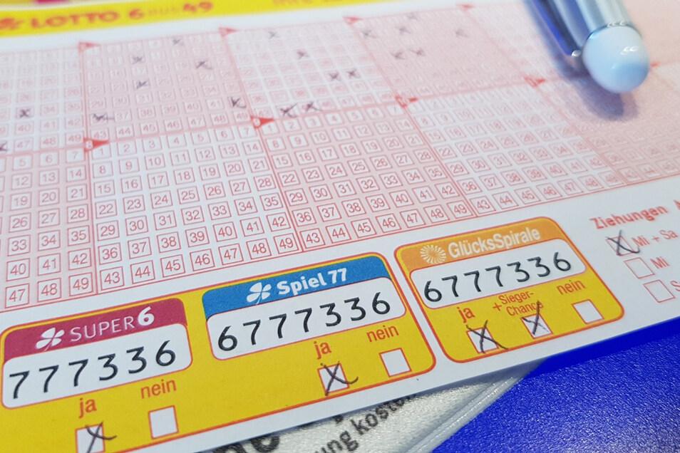 Nur 50 Prozent der Lotto-Einnahmen geht an die Gewinner. Den Rest bekommen zu Großteilen die Bundesländer.