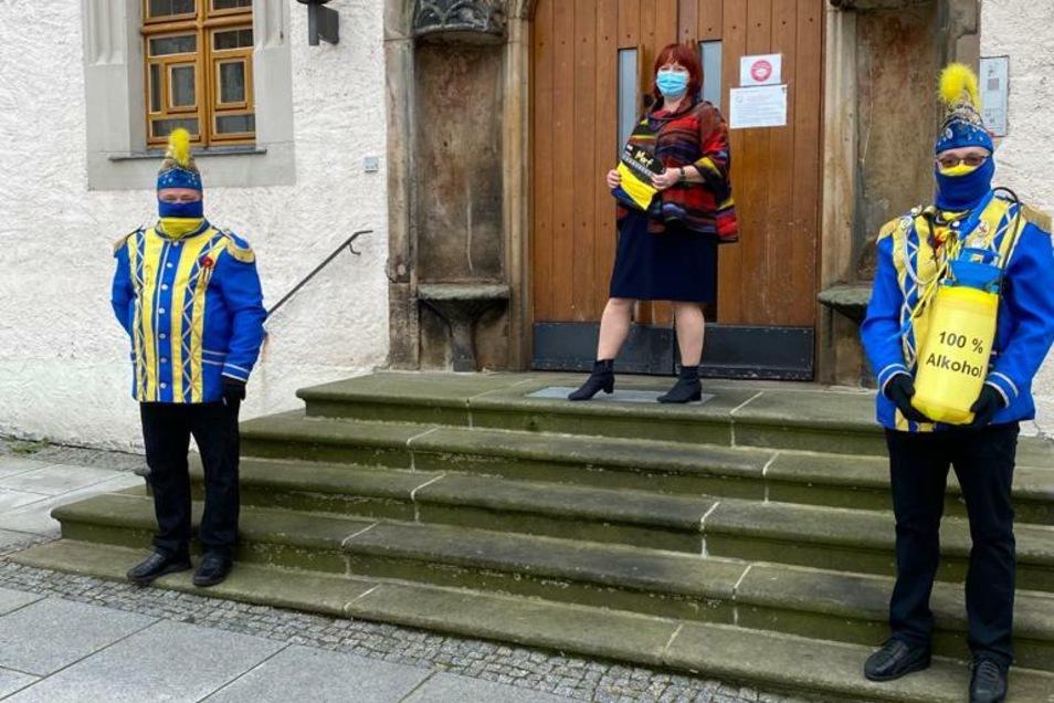 Oberbürgermeisterin Kerstin Körner übergab einen ganz besonderen Rathausschlüssel an die Narren.