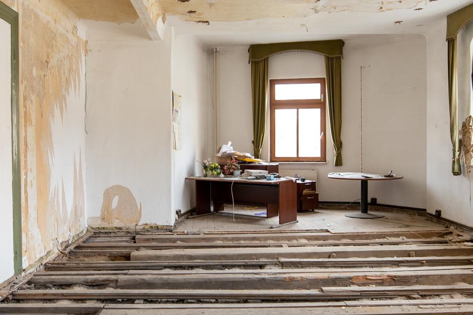 Ehemaliges Hotelchef-Zimmer: Der Fußbodenaufbau fehlt bereits.