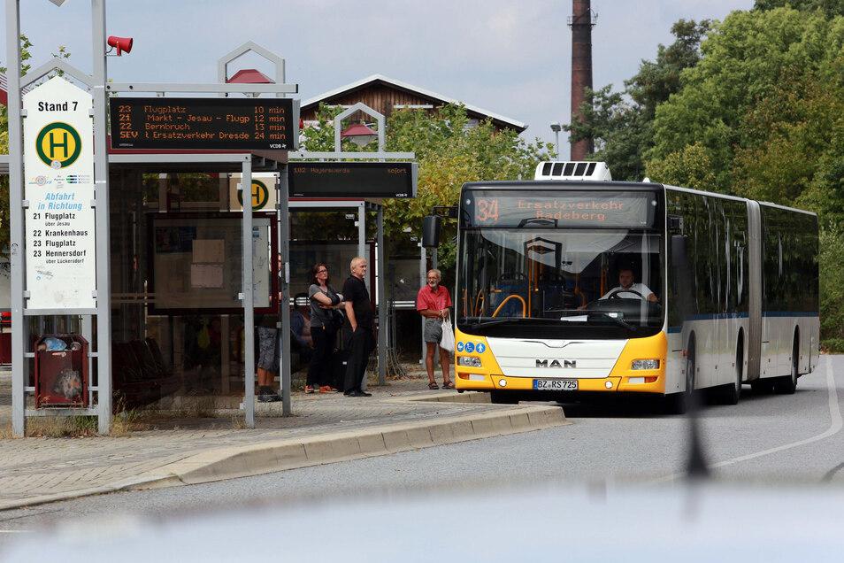 Obwohl die Züge auf der Strecke zwischen Dresden und Kamenz seit Montag wieder fahren, waren parallel dazu Busse unterwegs.