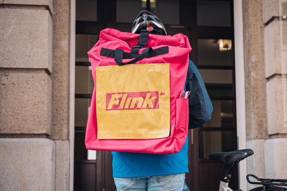 """""""Ein guter Packer benötigt vom Eingang der Bestellung bis zur Übergabe an den Fahrer 120 Sekunden"""", sagt Tom Strümpe, der Dresdner Standortleiter von """"Flink""""."""