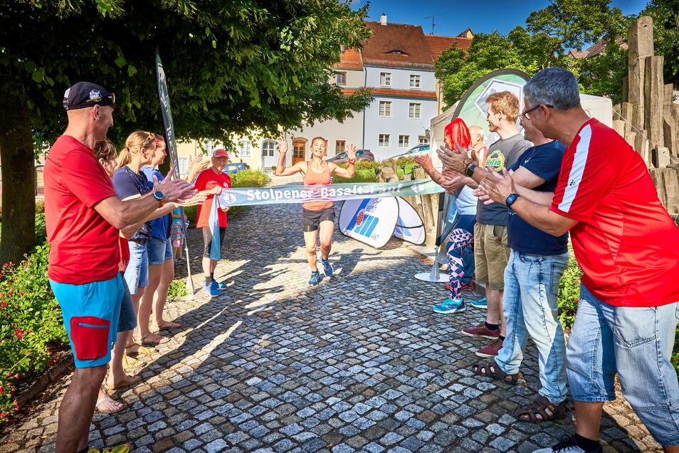 Der 24-Stunden-Lauf von Stolpen war ein Vorgeschmack auf das, was die Basaltläufer im September erwartet. Antje Täubrich beschloss den Lauf.