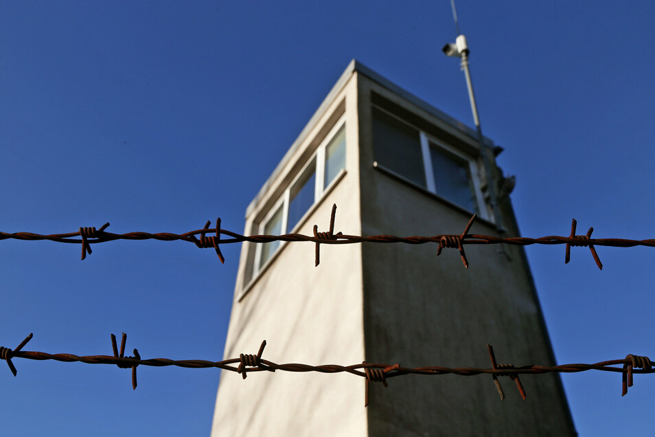 Der Stacheldrahtzaun in der JVA Zeithain war für einen Insassen unüberwindbar.