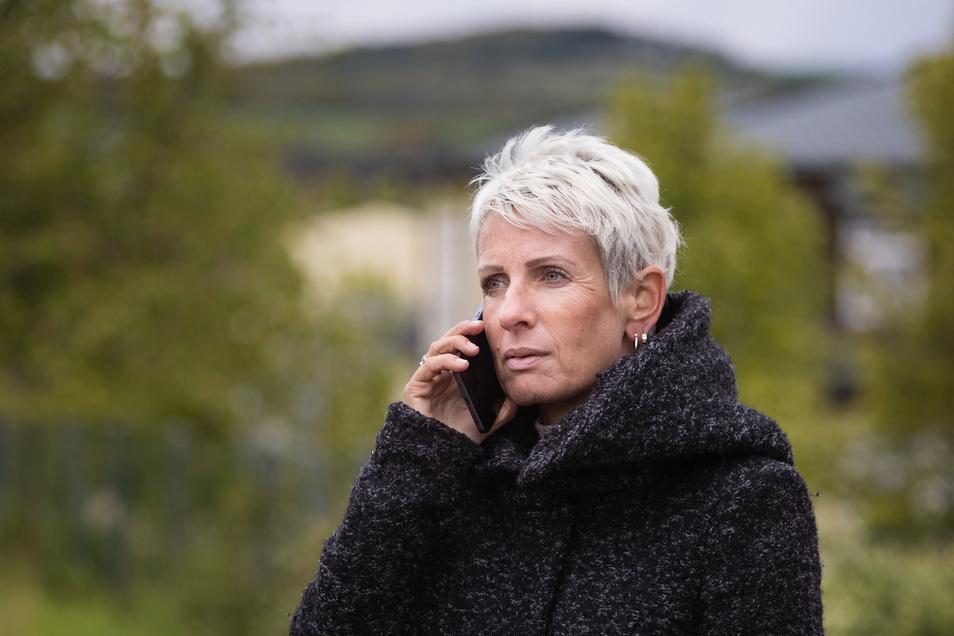 Gespräche statt körperliche Nähe: Manchmal kann Katharina Weyland ihren Michael nur per Telefon erreichen. Das ist anstrengend, weil er nach dem Schlaganfall Konzentrationschwierigkeiten hat.