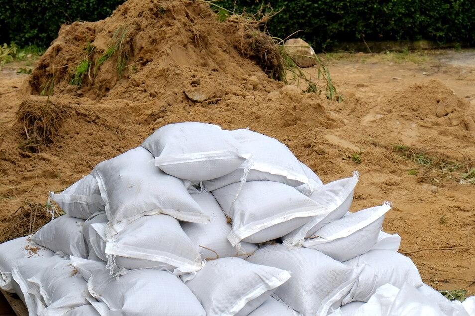 Die Firma Trumpf spendet 5.000 Sandsäcke.