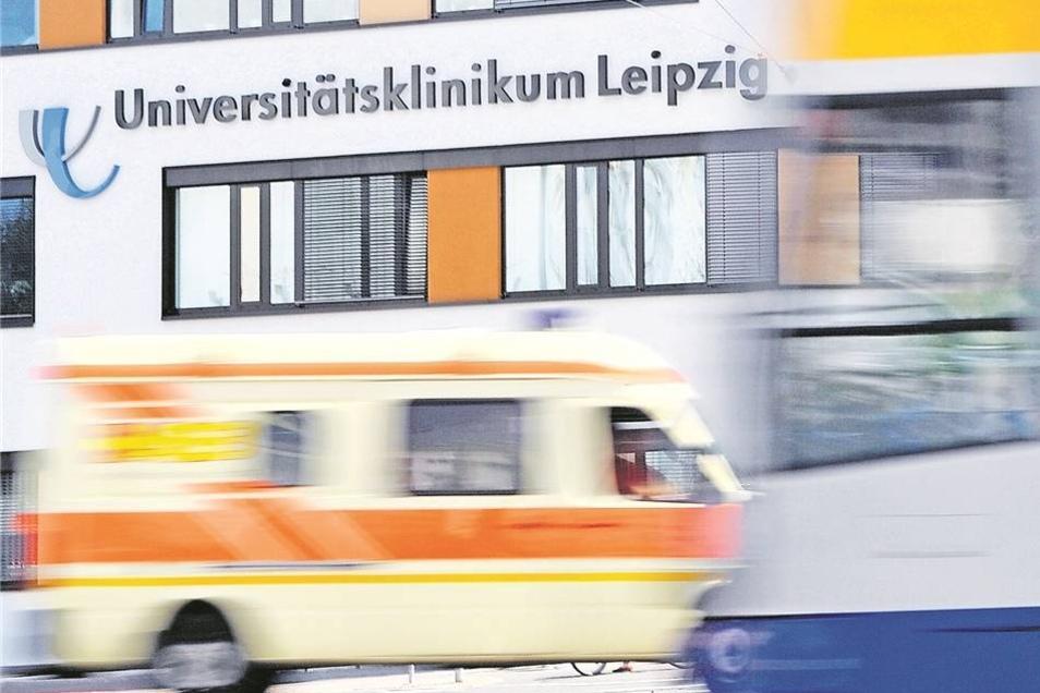 Mit dem Krankenwagen in die Notaufnahme: Gabriele Rolle verstarb am 28. März in der Uniklinik Leipzig. Foto: dpa