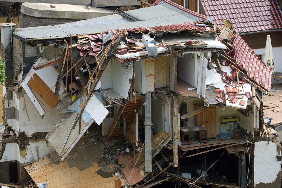 Viele Häuser im Ahrtal sind völlig zerstört. In den vom Unwetter betroffenen Gebieten beginnen die Aufräumarbeiten.