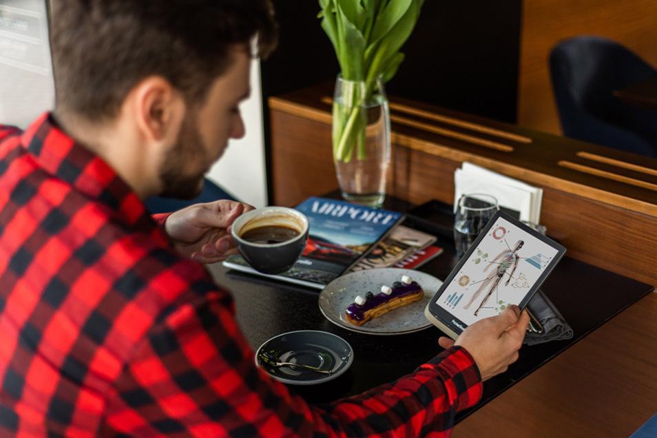 Fachbuch oder Comic, Kinderbuch oder Hörbuch: Der neue E-Reader PocketBook InkPad Color bietet dafür ein großes Display mit satten Farben.