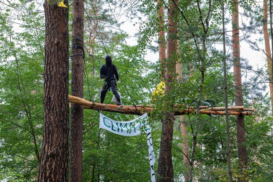 Heibo-Waldbesetzer im Protestcamp nahe der Kiesgrube Würschnitz 1.