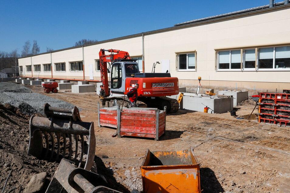 Hier entsteht die neue große Lagerhalle von Bechstein in Seifhennersdorf.