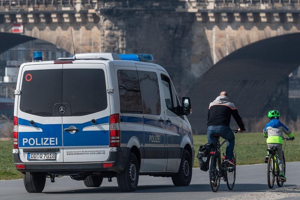 Sport und Bewegung an der frischen Luft sind wegen Corona nur im Wohnumfeld gestattet. Das kontrolliert die Polizei. Dagegen hat sich ein Bürger in Sachsen vor dem Oberverwaltungsgericht wehren wollen.