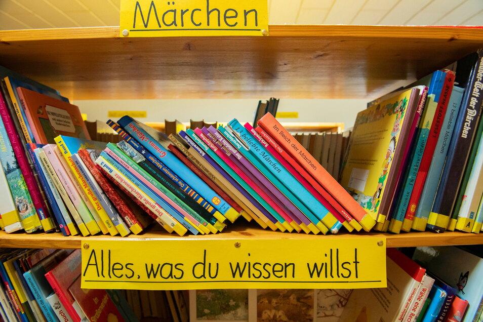 Über exakt 6.923 Medien, davon 3.227 Bücher, Spiele und CDs in der Kinderbücherei, verfügt die die Lampertswalder Gemeindebücherei.