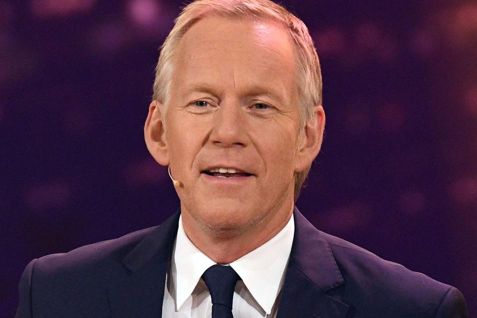 Johannes B. Kerner moderiert im ZDF.