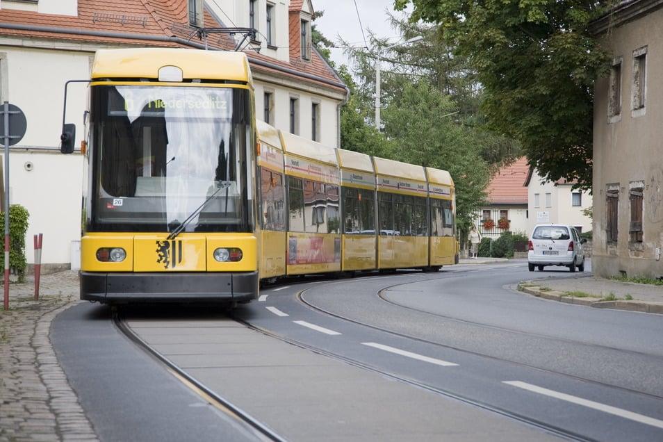 Das Symbolfoto zeigt die Engstelle, an der am Mittwochnachmittag eine Straßenbahn und ein Laster feststeckten.