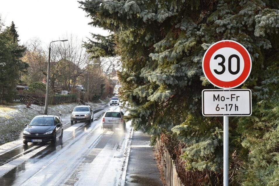 Im Januar 2020 wurden die neuen Tempo-30-Schilder an verschiedenen Kindergärten in Dippoldiswalde aufgestellt.