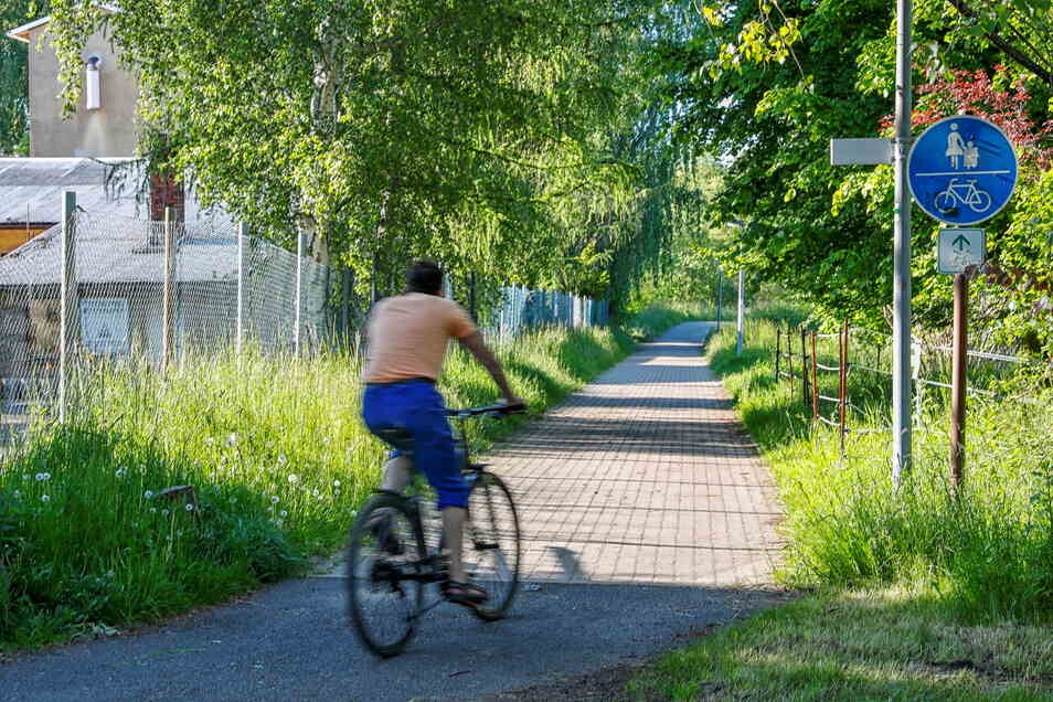 An dieser Stelle soll der Poller aufgestellt werden, damit Autofahrer den Rad- und Fußweg nicht mehr entlangfahren können.