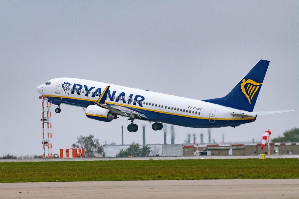 Die verschärften Reisebeschränkungen in der Corona-Pandemie machen dem Billigflieger Ryanair zu Schaffen.