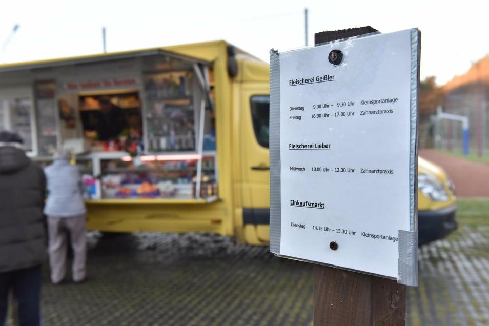 Am Schlottwitzer Standplatz von Pflug's sind an anderen Wochentagen auch die Verkaufswagen zweier Fleischereien zu finden.