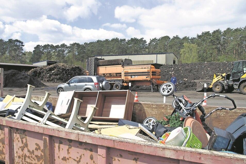 Seit gestern ist die Kompostierungsanlage der NEG in Weißwasser für Privatkunden wieder zu den regulären Zeiten geöffnet. Viele Bürger nutzten gleich die Chance.