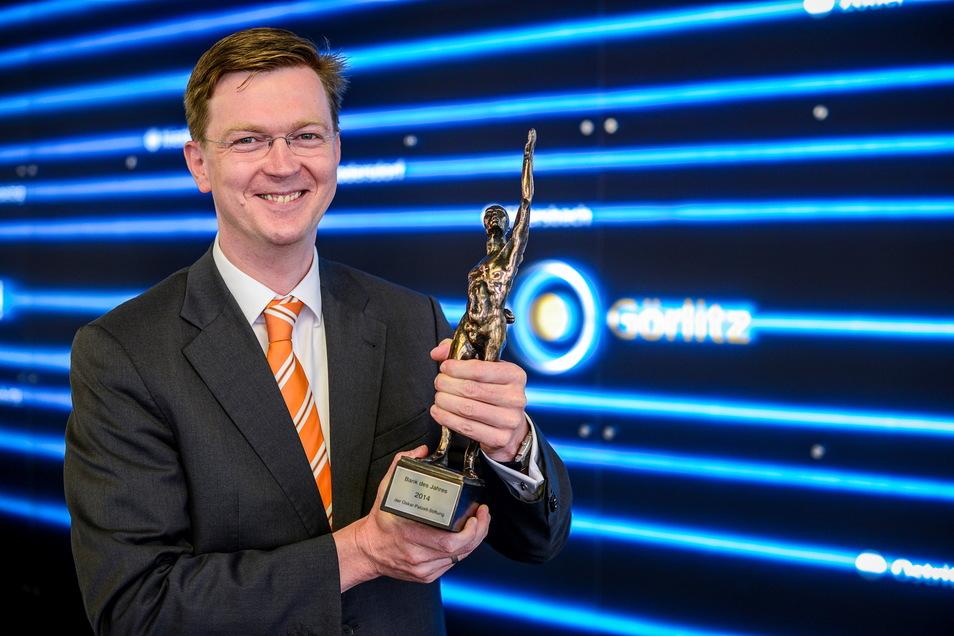 Sven Fiedler, Vorstand der Volksbank/Raiffeisenbank Niederschlesien freut sich, dass viele Kunden seiner Bank treu bleiben.