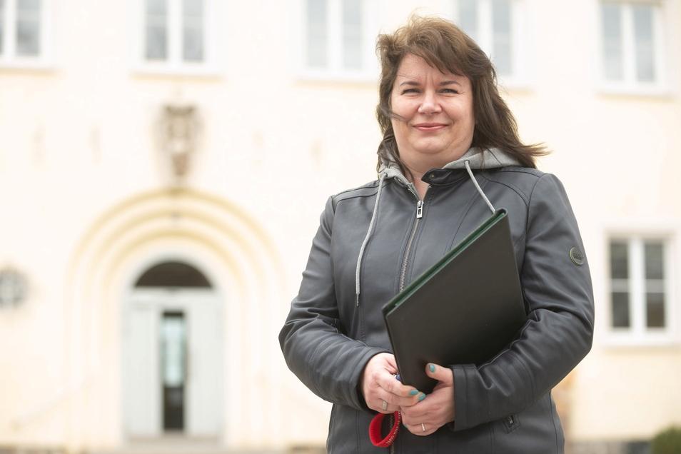 Romy Herrmann ist neue Standesbeamtin in Ottendorf-Okrilla. In dem Beruf hat sie viel Erfahrung. Bereits 500 Paare wurden von ihr getraut.