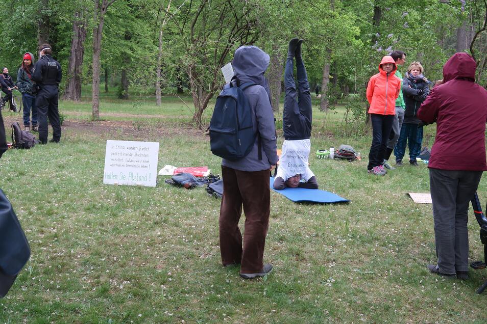 Protest auf der Matte: Corona-Zweifler im Großen Garten.