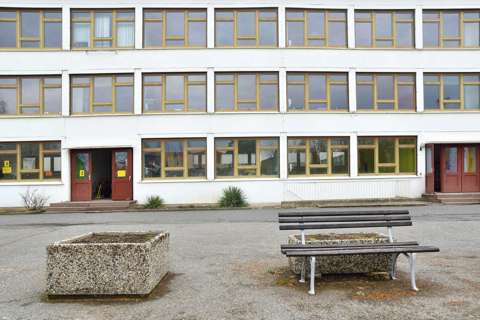 Das alte Schulgebäude ist nun verlassen. Der DDR-Bau vom Typ Dresden soll in den kommenden Monaten abgerissen werden.