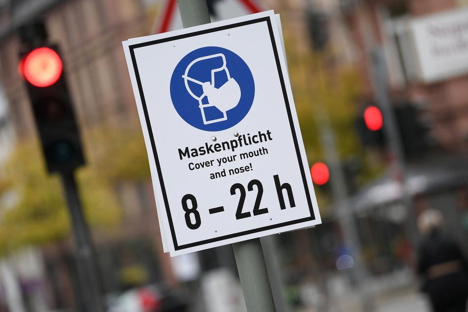 Maskenpflicht gilt noch an vielen Orten in Dresden.