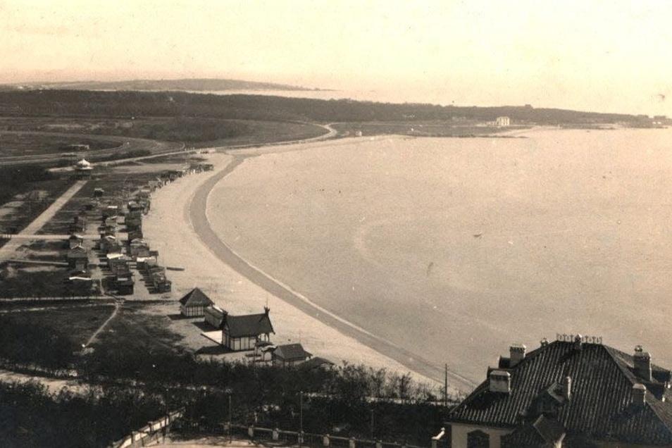 Tsingtau, die Hauptstadt des Schutzgebiets Kiautschou, etwa 1914. Hier der Badestrand in der Auguste-Viktoria-Bucht.