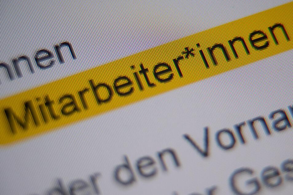 """Die Anrede """"Mitarbeiter*innen"""" ist in der Handreichung """"Hinweise zur Umsetzung der geschlechtersensiblen Sprache für die Verwaltung der Landeshauptstadt Stuttgart"""" markiert."""